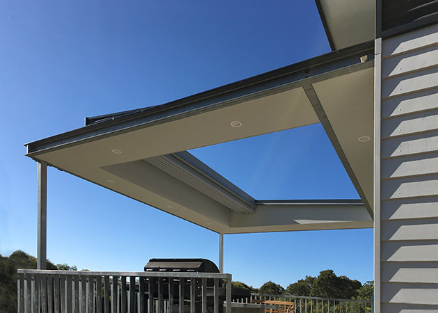 Sheraton Retractable Roof - Eagle Bay   Perth Awnings
